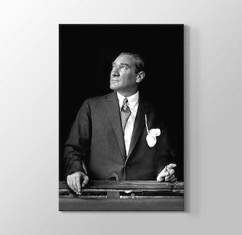 Atatürk - Egemenlik Kayıtsız Şartsız Milletindir
