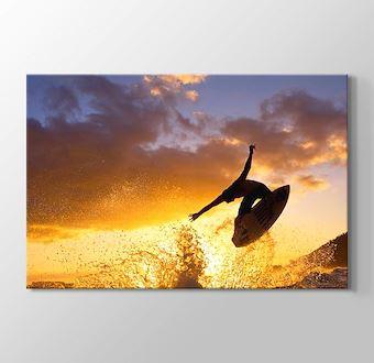 Okyanus Dalgalarında Sörf