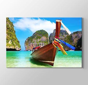 Phuket - Boat on the Lake