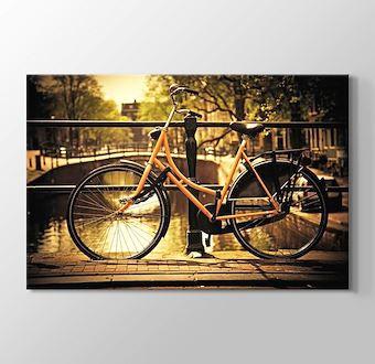 Romantik Kanal ve Bisiklet