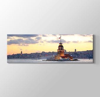 Kız Kulesi ve İstanbul silüeti