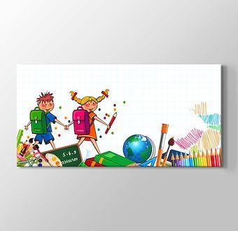 Okul Öğrenciler ve Renkli Kalemler